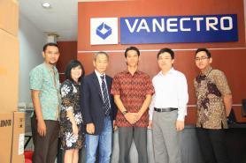 Foto Bersama Direktur PT. Vanectro Andalan Nusantara dengan Direksi PT. Astra Graphia.Tbk